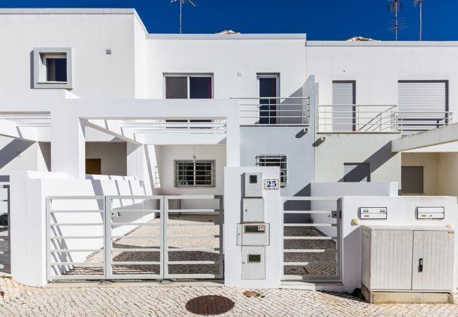 Casa geminada em Manta Rota - 2V2